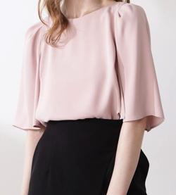 ZIP!水卜麻美 (みとちゃん)衣装ピンクのケープスリーブブラウス