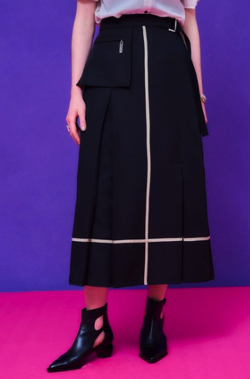 人生が変わる1分間の深イイ話・上國料萌衣衣装ブラックのクロスラインスカート