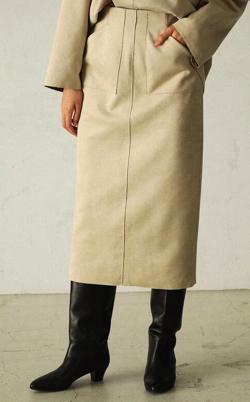 ZIP!水卜麻美 (みとちゃん)衣装ベージュのタイトスカート