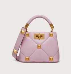 【彼女はキレイだった(かのきれ)】佐久間由衣(桐山梨沙)衣装ライトピンクのハンドバッグ