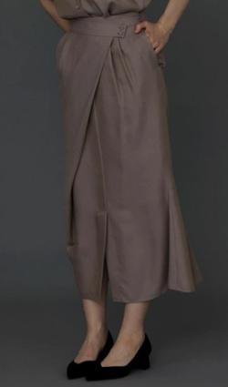 ZIP!水卜麻美 (みとちゃん)衣装ピンクベージュのマーメイドスカート