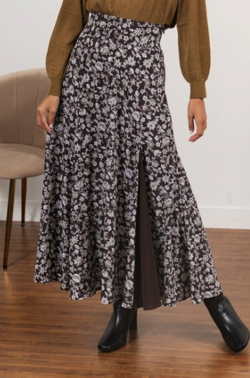 ZIP!水卜麻美 (みとちゃん)衣装ブラウンのペイズリー柄スカート