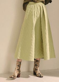 あざとくて何が悪いの?弘中綾香ライトグリーンのスカート