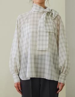 めざましテレビ・高見侑里衣装ホワイトのチェック柄ボウタイブラウス