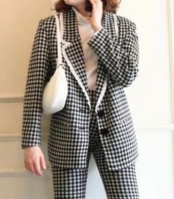 堀未央奈(ほり みおな)衣装ブラックのチェック柄ジャケット