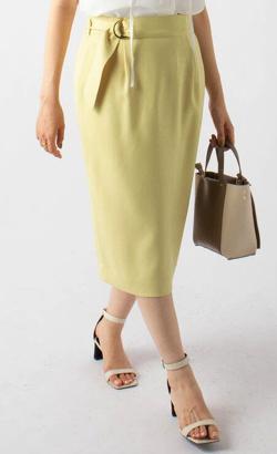 めざましテレビ井上清華衣装イエローのタイトスカート