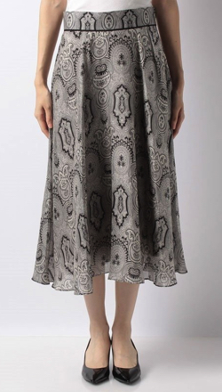 NEWS ZERO・有働由美子衣装グレーのバンダナ柄スカート