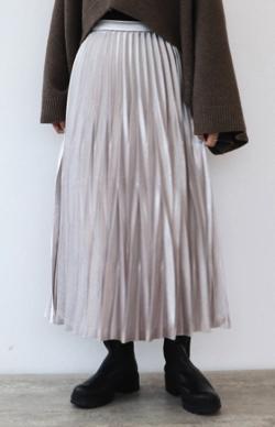 ZIP!水卜麻美 (みとちゃん)衣装グレーのプリーツスカート