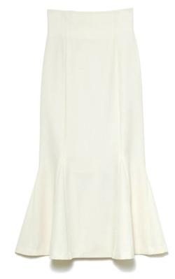 FNN Live News α・内田嶺衣奈衣装ホワイトのマーメイドロングスカート