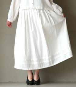 第6話【うきわ】門脇麦・西田尚美・蓮佛美沙子衣装門脇麦】白いフレアスカート