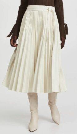 白いプリーツスカート