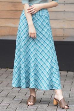 【めざましテレビ】井上清華アナ衣装(ブルーグリーンのフレアスカート