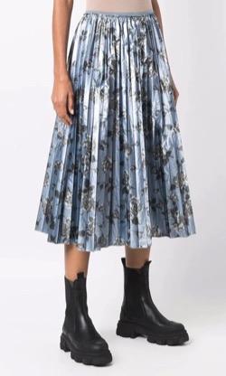 恋です(ヤンガル)杉咲花衣装ブルーの花柄プリーツスカート