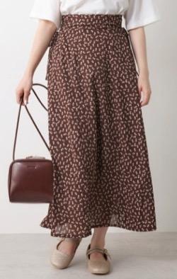 ブラウンのプリント柄ロングスカート