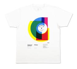 ホワイトのプリントTシャツ