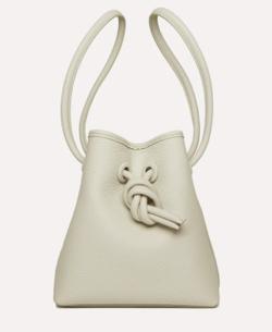 ホワイトのハンドバッグ