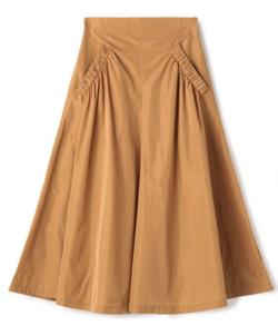 ライトブラウンのフレアスカート