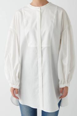 ホワイトのチェニックシャツ