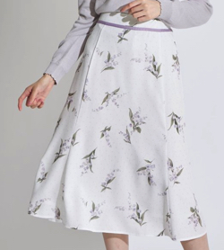 言霊荘・堀田真由ドラマ衣装ホワイトのフラワープリントスカート