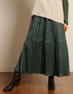 カーキのサイドリボンスカート