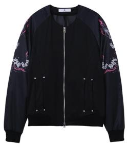 ブラックの花柄ジャケット