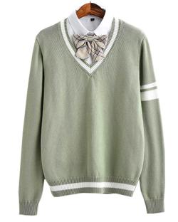 ライトグリーンのVネックセーター