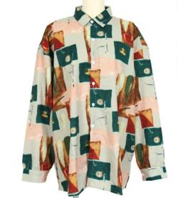 ライトグリーンのプリントシャツ