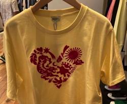 イエローのプリントTシャツ