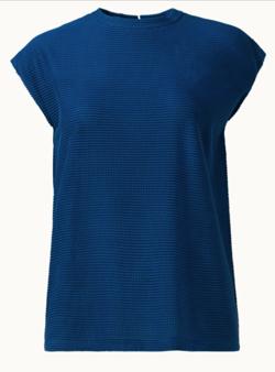 ブルーのTシャツ