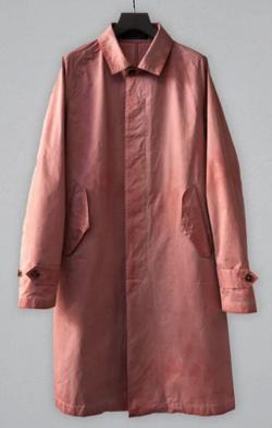 ピンクのロングコート
