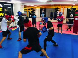 獅子王(鈴木伸之)がボクシングの練習をしていたジム