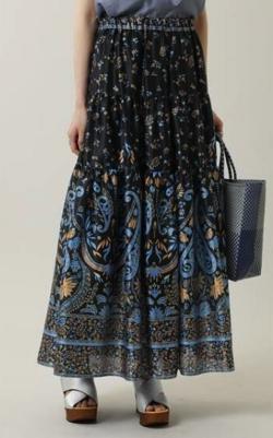 【高梨臨】ブルーxブラックのペイズリー柄スカート