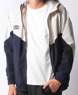 ホワイトxネイビーのジャケット