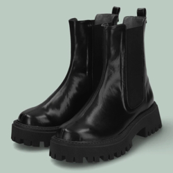 ブラックのブーツ