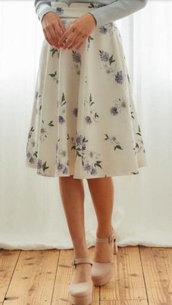 アイボリーの花柄スカート