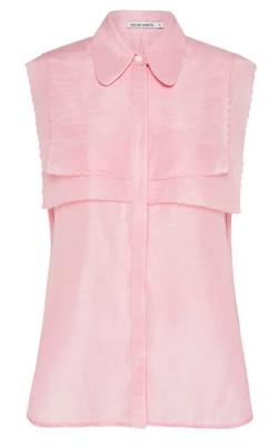 ピンクのノースリーブブラウス