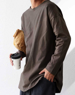 ブラウンのロングTシャツ