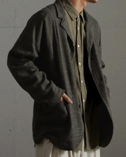 チャコールグレーのジャケット