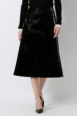 ブラックのスカート