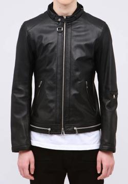 ブラックのライダースジャケット