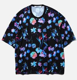 ブラックxブルーの花柄Tシャツ