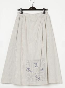 ライトベージュのストライプ柄スカート