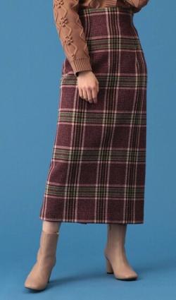 ワインレッドのチェック柄タイトスカート