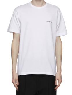 ホワイトのTシャツ