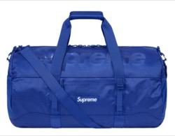 ブルーのボストンバッグ