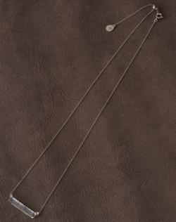 シルバーのバーネックレス