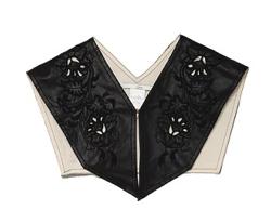 ブラックの刺繍つけ襟