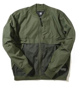 カーキグリーンのジャケット