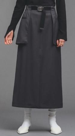 黒いロングタイトスカート