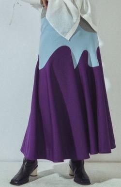 水色とムラサキのスカート
